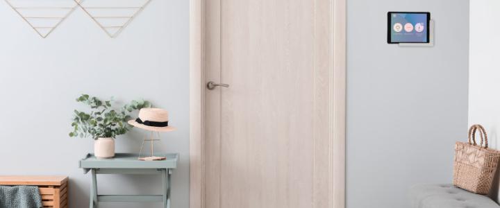 Anwendung Smart Home Steuerung auf Samsung Tablet in TabLines TWP Wandhalterung, grau